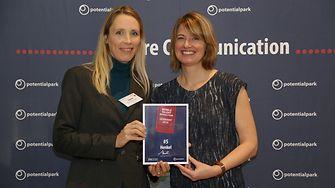 Dr. Lena Christiaans (left) with Elisabeth Wicklin
