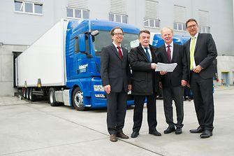 NRW-Verkehrsminister Michael Groschek mit Oliver Wittig