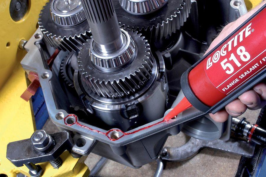 Aplicación del renovado sellador de juntas Loctite 518