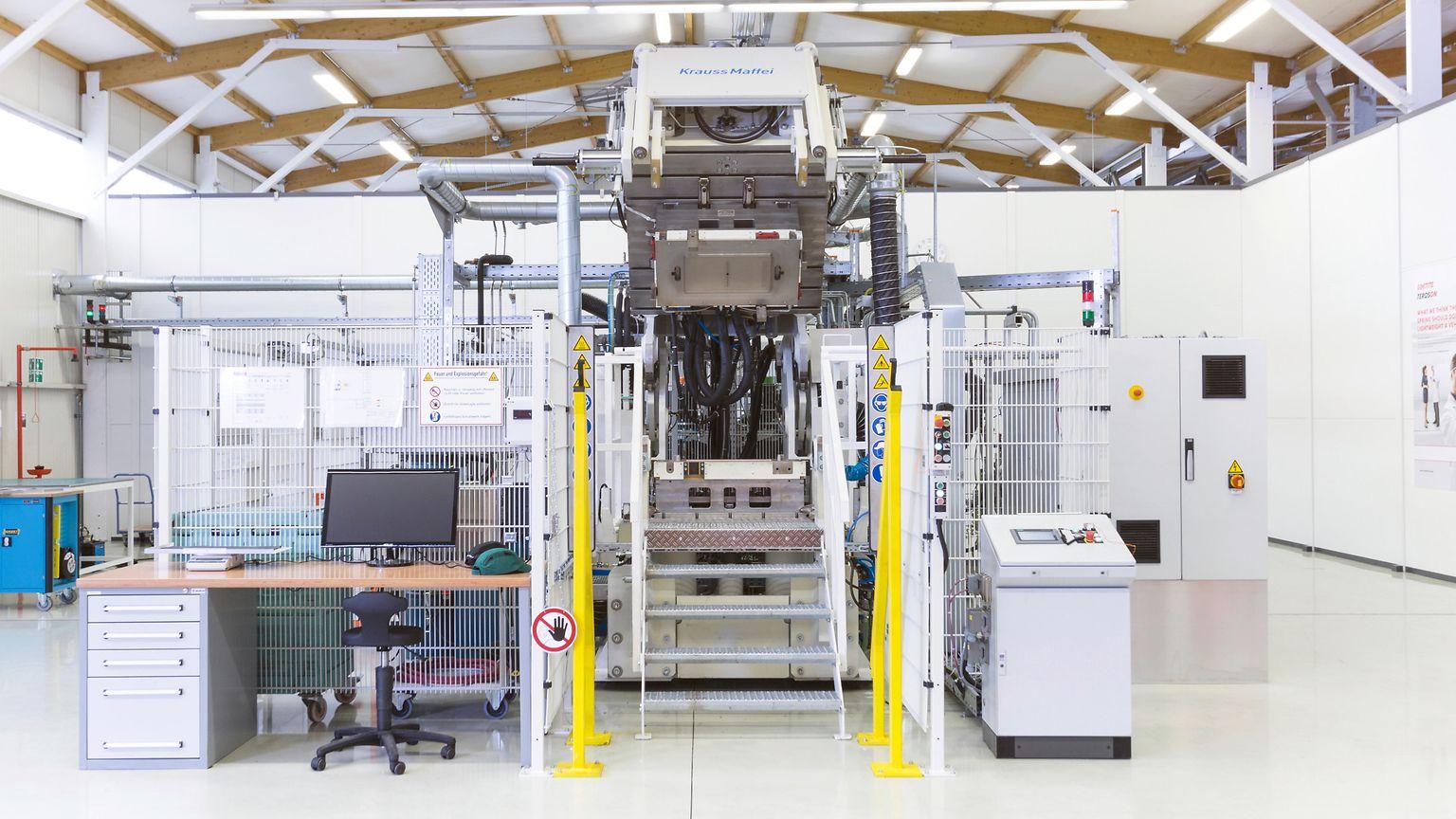 Hochdruck-RTM-Anlage (Resin Transfer Molding) im Komposit-Testcenter