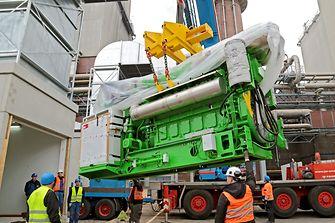 Anlieferung der Zwölf-Zylinder-Motoren