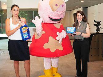 Peppa Pig en su llegada a las oficinas