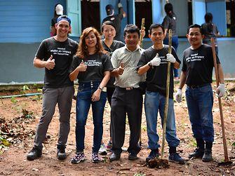 The team at the Ban Kan Khoa Thaen School