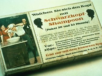 1903: Shampoon, the first Schwarzkopf powder shampoo in Germany