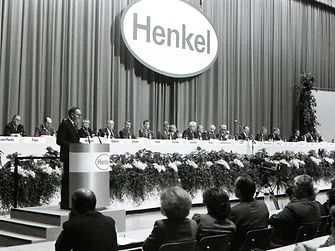1986: Henkel's first public annual general meeting