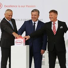 From the left: Zdenek Brich, Director for Building Materials at Henkel Adhesive Technologies, together with Georgian Prime Minister Giorgi Kvirikashvili and Alexey Ananishnov, General Manager at Henkel Consumer Adhesives for Russia and the Caucasus region