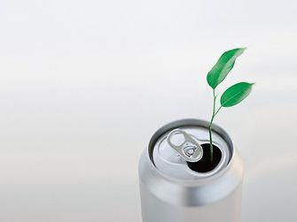 Les technologies de Henkel sont notamment utilisées dans le processus de production de boîtes boisson.