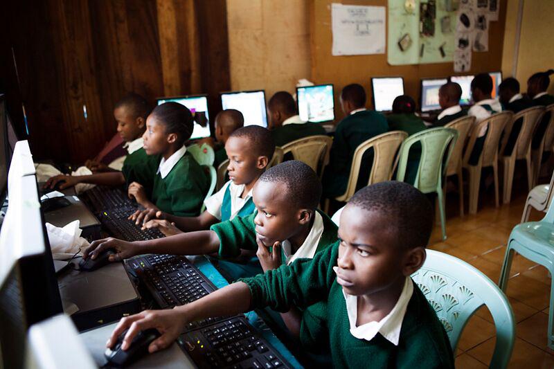 La compañía donará sus ordenadores renovados a proyectos educativos