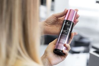 Schwarzkopf Professional BC Bonacure Fibre Force Fortifying Primer supports affected hair with an immediately revitalizing effect.
