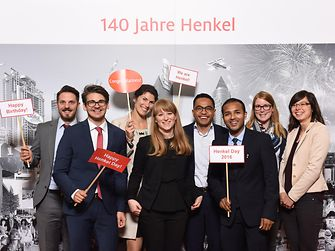 Employees at the Düsseldorf site congratulate Henkel on the company's 140th anniversary.