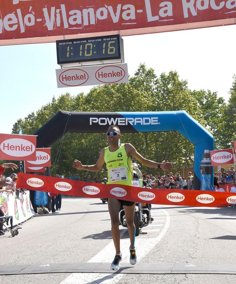 Radouane Nour, ganador de la categoría masculina de la Mitja Marató de Montornès