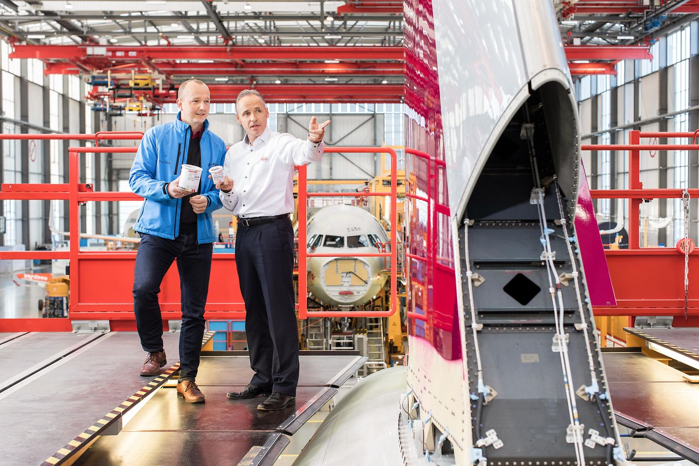 Airbus assembly hall in Hamburg: Guido Adolph from Henkel (right) discussing with Andre Aldag