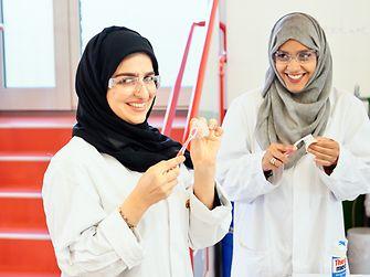 Khulood AlKhoori und Inaas Ibrahim aus Dubai