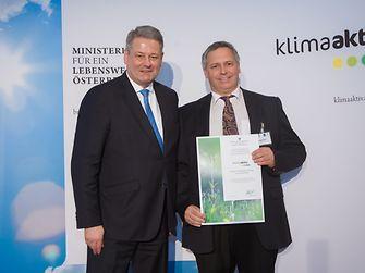 Im Bild von links nach rechts: Umweltminister Andrä Rupprechter, Thomas Fuhrmann (SHEQ Manager)