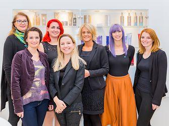 V.l.n.r.: Susanna Csenkey (ABZ* AUSTRIA), Manuela Graf-Staudinger (ABZ* AUSTRIA), Jaqueline Kreller (Schwarzkopf Professional), Bernadette Hanns (Schwarzkopf Professional), Heidemarie Koschuch (Schwarzkopf Professional), Magdalena Rotbart (ROMA) und Julia Truntschnig (Schwarzkopf Professional).