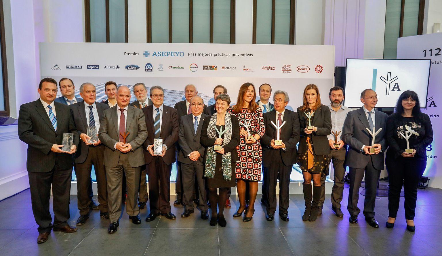Grupo de premiados durante el acto de entrega de la VI Edición de los Premios Asepeyo.