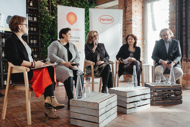 Współczesne Polki i Polacy: nowe role, nowe wyzwania