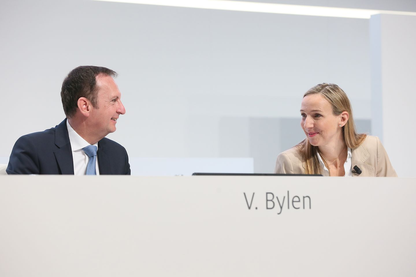 CEO Hans Van Bylen and Dr. Simone Bagel-Trah, Chairwoman of the Shareholders' Committee and Supervisory Board