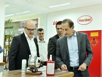 Manuel Macedo, presidente da Henkel para América Latina e Brasil, e Paulo Skaf, presidente da FIESP, CIESP, SESI-SP, SENAI-SP, e SEBRAE-SP, visitam o novo Centro de Treinamento.