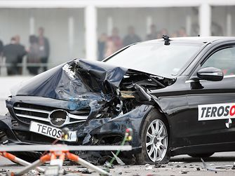 The results showed the windscreen bonded with Teroson adhesives, not only withstood the extreme crash test conditions, but also delivered the measured values required for the full functioning of the passenger airbag.