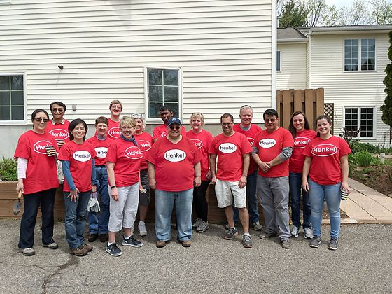 With ongoing support from Henkel's MIT program, Bridgewater employees are able to continue their volunteer efforts at the Anderson House. During Bridgewater's Week of Caring, employees spruced up the outdoor garden and painted rooms.