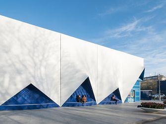 Mobiles Konferenzgebäude in Amsterdam: Die blaue Fassade wurde im 3D-Druck erstellt.