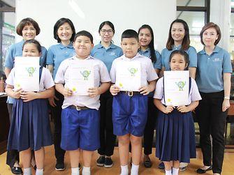 เด็กนักเรียนโรงเรียนประเสริฐธรรมวิทยา  รับใบประกาศนียบัตร แชมเปี้ยนด้านความยั่งยืน หลังจบโครงการผู้เทนด้านความยั่งยืนในโรงเรียนของเฮงเค็ล