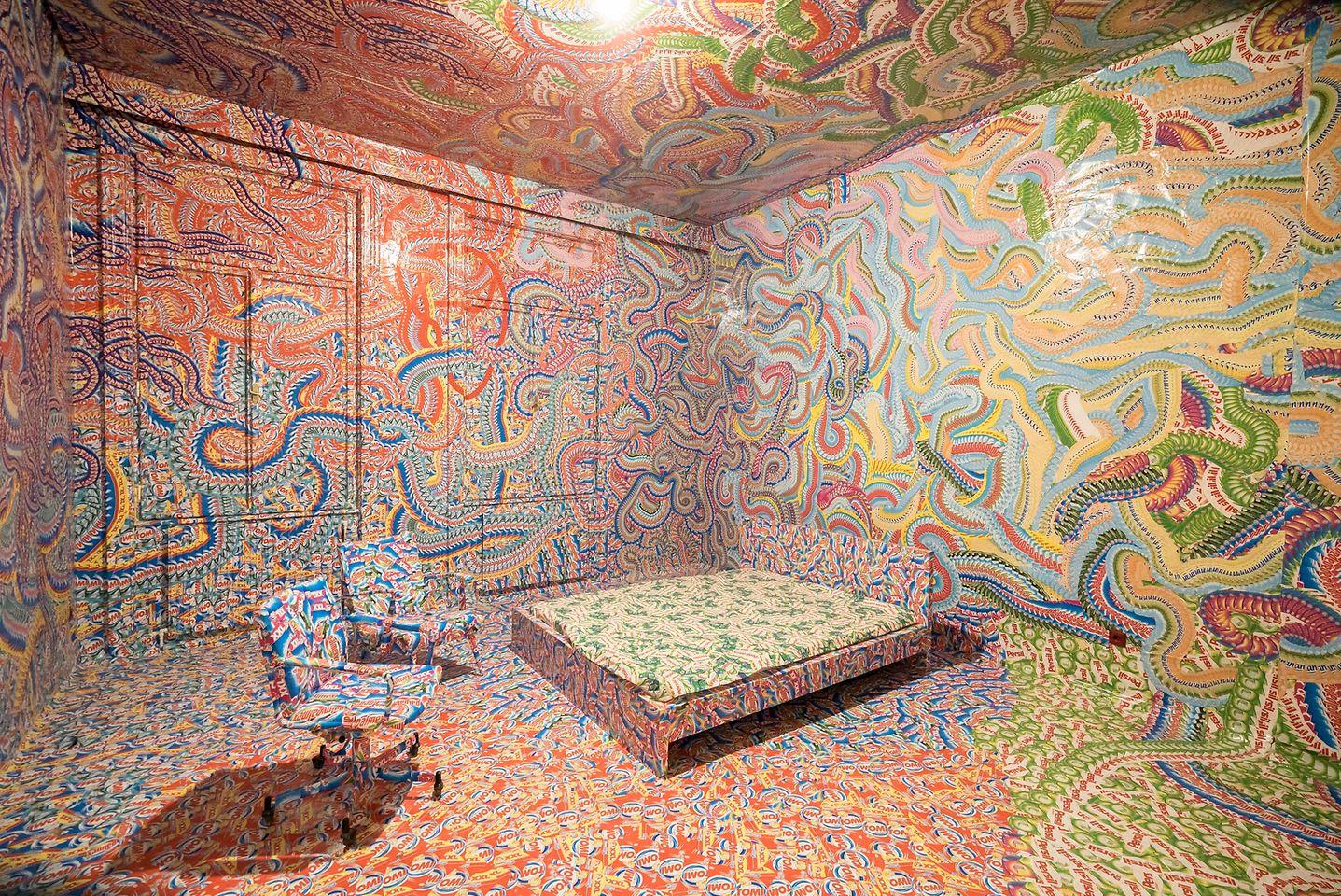 300.000 Henkel-Klebeetiketten, verarbeitet vom Künstler Milan Mladenovic in der RAUMSTATION in der Schikanedergasse 2 im vierten Wiener Gemeindebezirk.