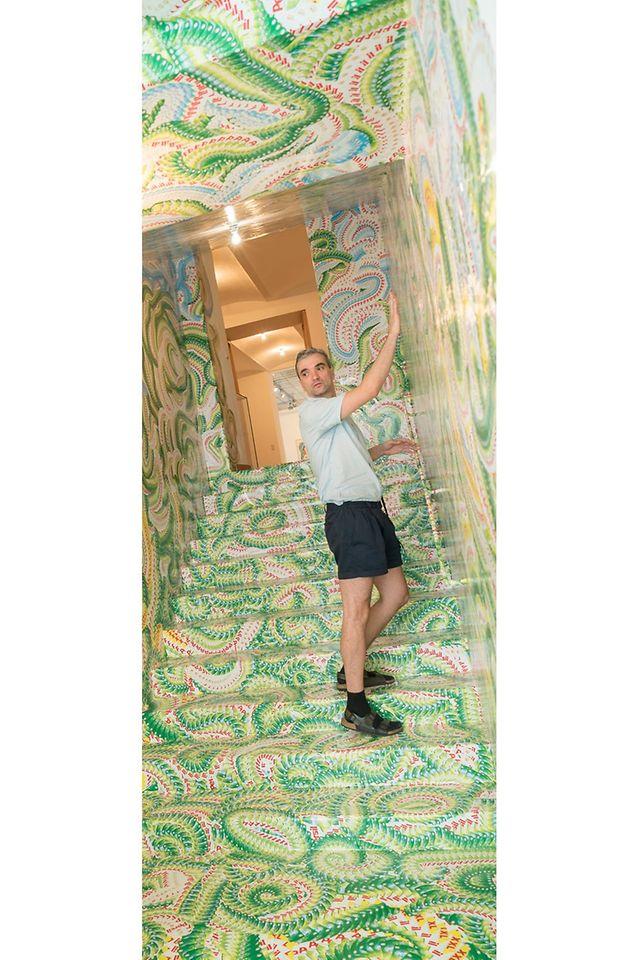 Der Künstler Milan Mladenovic gestaltete einen Stiegenaufgang in der Galerie Georg Kargl in der Schleifmühlgasse 5 im vierten Wiener Gemeindebezirk.