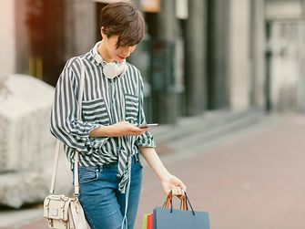The future of retail lies in the combination of online and offline services: In-store customer experience needs to be supported by digital tools.