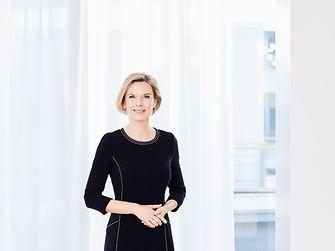2011: Kathrin Menges wird in den Vorstand der Henkel AG & Co. KGaA berufen und ist für den Unternehmensbereich Personal zuständig – in einer Zeit, in der weniger als zehn Prozent der Vorstandsmitglieder eines DAX 30-Unternehmens Frauen sind. Kathrin Menges ist seit 1999 bei Henkel tätig.