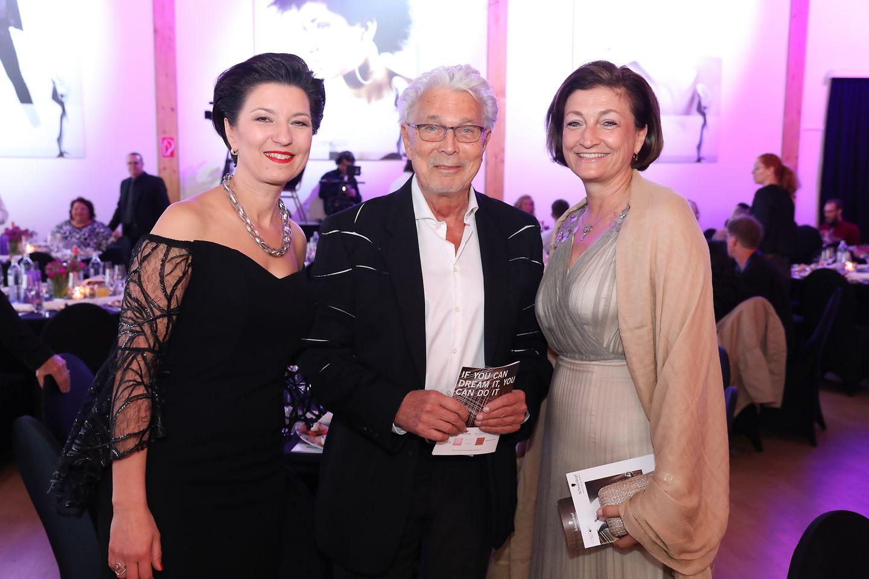 Sonja Knautz (Managing Director Schwarzkopf Professional), Hans Bundy (Frisör), Birgit Rechberger-Krammer (Präsidentin Henkel CEE)