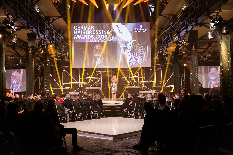 Unter dem Motto Gala reloaded moderierte Barbara Schöneberger die German Hairdressing Awards