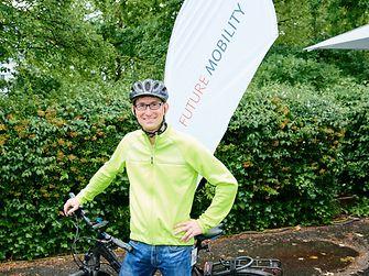 Standortleiter Daniel Kleine kam am Bike to Henkel Day im Juni 2019 mit dem Fahrrad zur Arbeit