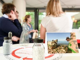Coup de projecteur sur le Social Plastic®, dans le cadre du partenariat entre Henkel et l'ONG Plastic Bank
