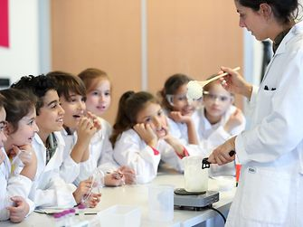 ricercamondo bambini studiare scienze laboratori