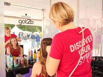 In der got2b-Stylinglounge konnten sich die Besucher professionell im Festival-Look stylen lassen.