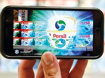 Über die Persil-App kann das Regal des Kunden eingescannt werden.