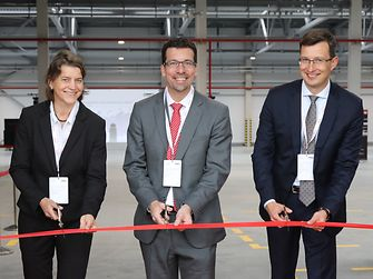 Official opening of the new Henkel dry mixes plant in Tosno, Russia (from left to right): Daniela Roxin, Mark Dorn, Anton Finogenov