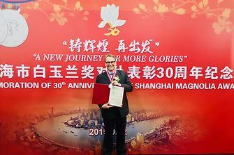 """汉高大中华区总裁贺杰睿 (Jeremy Hunter)先生荣膺2019年度上海市""""白玉兰纪念奖"""",以表彰其在经济建设、社会发展和对外交往各领域为上海所作出的重要贡献"""