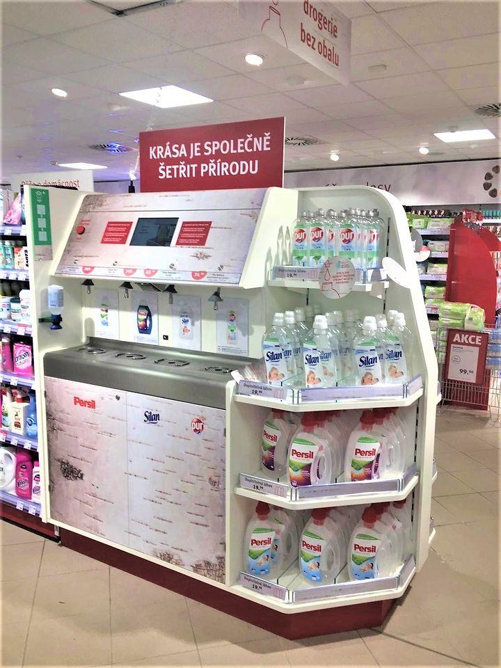 Ve vybraných pobočkách drogerie ROSSMANN si zákazníci v České republice mohou od listopadu opakovaně doplňovat své oblíbené Henkel výrobky od pracího gelu Persil až po vlasovou kosmetiku Nature Box.
