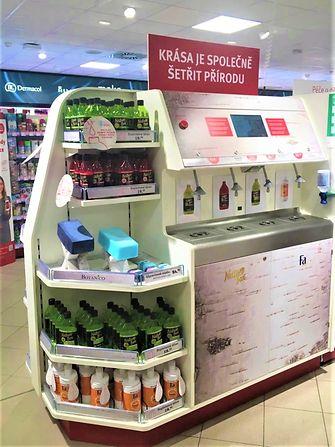 """Pilotní projekt společnosti Henkel """"Drogerie bez obalu"""" umožňuje zákazníkům použít stejnou láhev vícekrát, a ušetřit tak obalový materiál."""