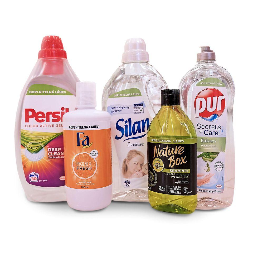 Jedna česká domácnost nakupováním v projektu Drogerie bez obalu může ušetřit průměrně až 77 % plastového materiálu za rok.