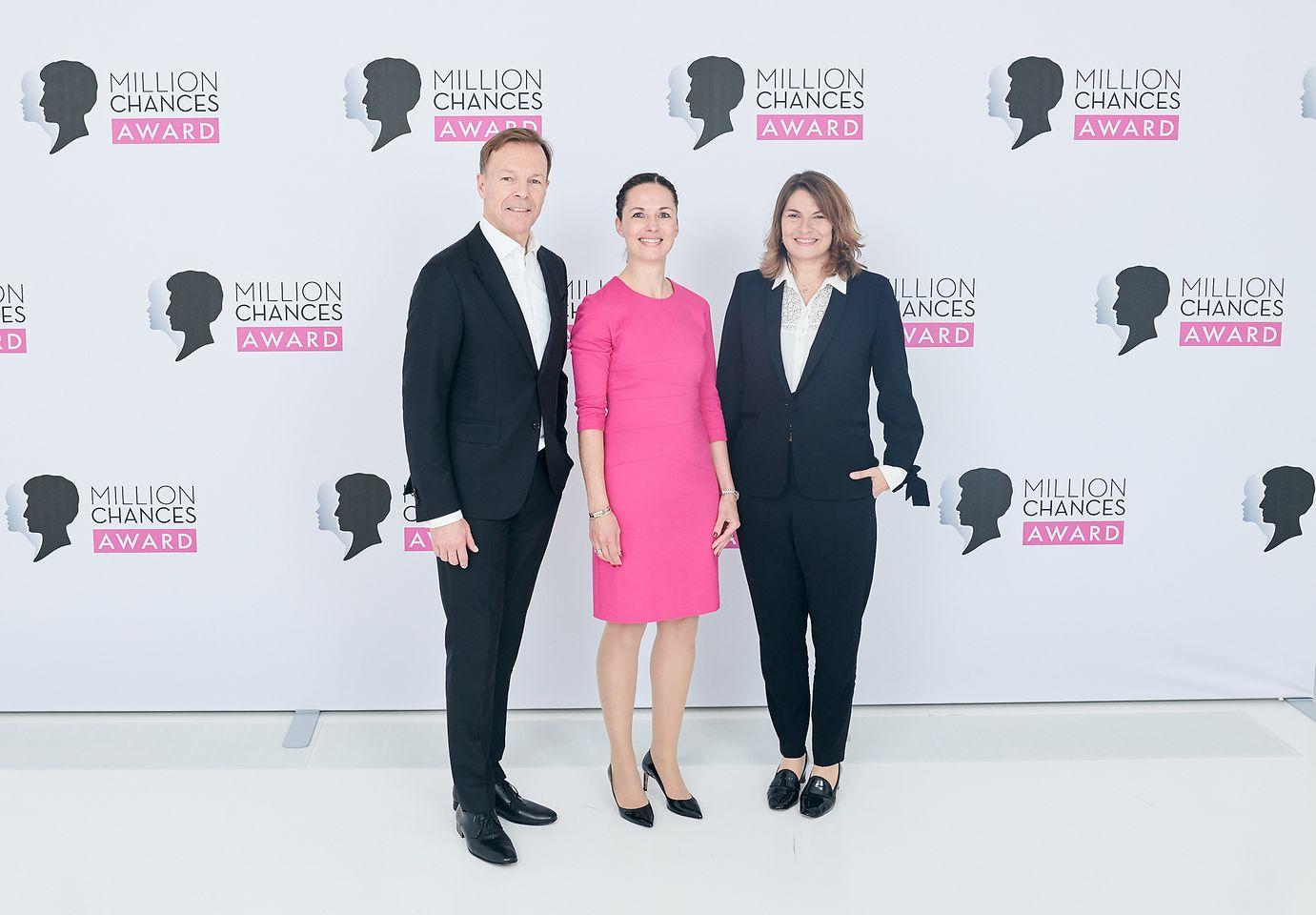 Schwarzkopf Million Chances Award 2019 - Jens Martin Schwärzler, Saskia Schmaus und Sylvie Nicol (vlnr)