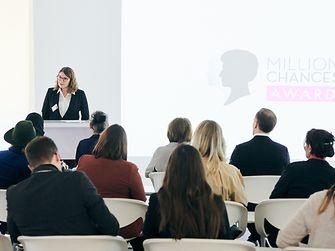 Schwarzkopf Million Chances Award 2019 - Begrüssung Silvie Nicol