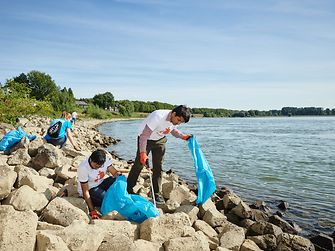 In Germany, Henkel employees collaborate as 'trashfighters'  at the riverbanks of the Rhine.