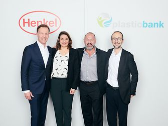 Next step in the partnership of Henkel and Plastic Bank (von links): Jens-Martin Schwärzler (Henkel), Sylvie Nicol (Henkel), David Katz (Plastic Bank), and Bruno Piacenza (Henkel)