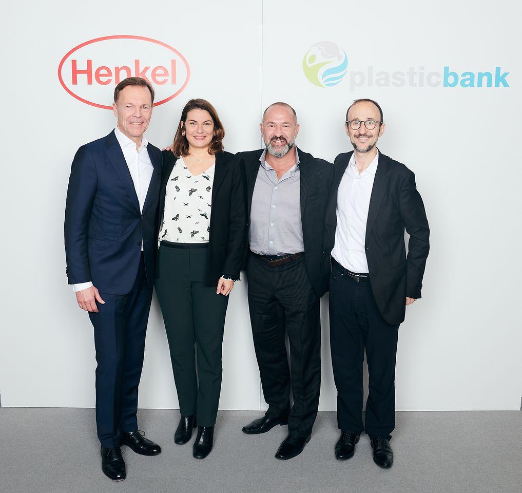 Next step in the partnership of Henkel and Plastic Bank (von links): Jens-Martin Schwärzler (Henkel), Sylvie Nicol (Henkel), David Katz (Plastic Bank), and Bruno Piacenza (Henkel)